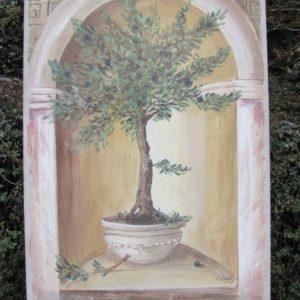 Grand olivier dans une niche